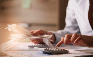 Metade dos cidadãos usa saque emergencial do FGTS para quitar dívidas