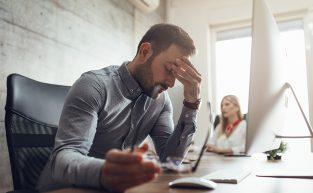 Os riscos de manter profissionais em hora extra sem controle de ponto