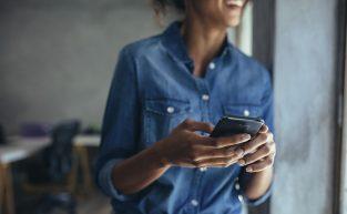 É permitido fazer registro de ponto pelo celular?