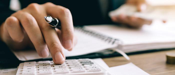 Como calcular a redução de salário com os contratos de trabalho?